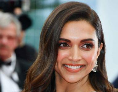 Deepika Padukone's Adorable Throwback Pic with Aamir Khan is Love