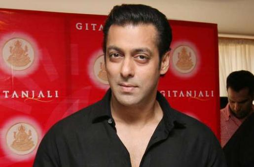 Salman Khan Caught Between Daisy Shah and Elli Avram - Who is His Favourite?