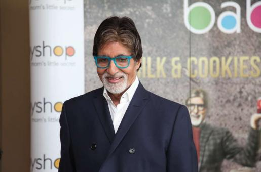Amitabh Bachchan in Dubai: Meets and Greets Kids
