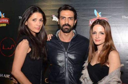 Sussanne Roshan and Arjun Rampal and Mehr Rampal's Movie Date Goes Wrong!