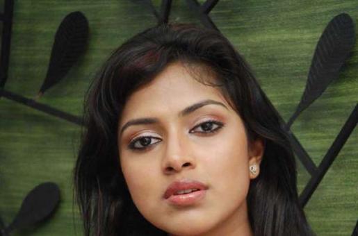Amala Paul Engaged to Director Vijay