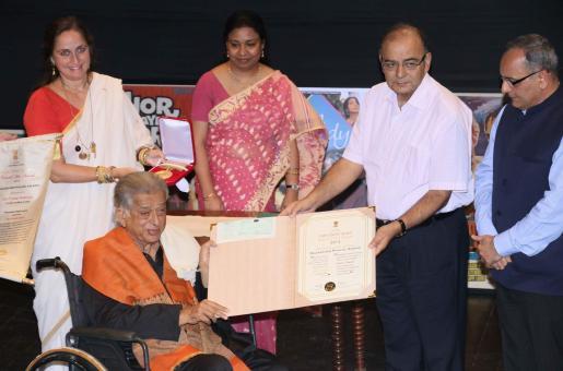 Bollywood Veteran Shashi Kapoor Receives Dadasaheb Phalke Award