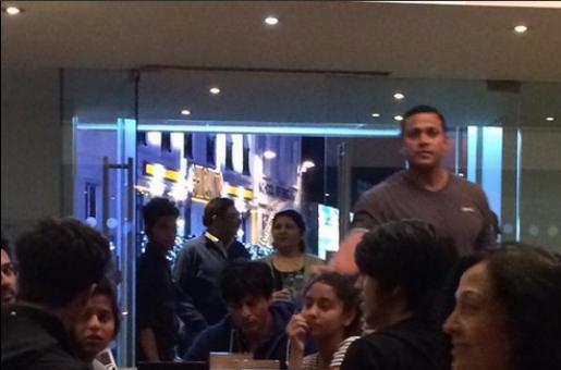 Shah Rukh Khan Treats His Kids to Ice-Cream in London!