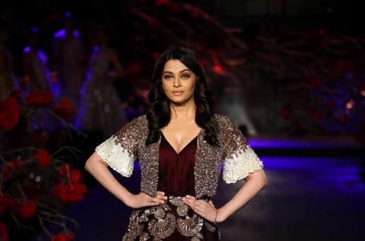 An Unwell Aishwarya Rai Bachchan Proves Why She is No Less Than An Empress!