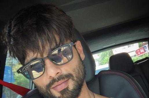 #Drivetime Selfie By Shahid Kapoor!