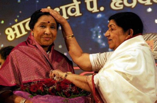 Lata Mangeshkar Beams With Pride on Sister Asha Bhosle's 82nd Birthday