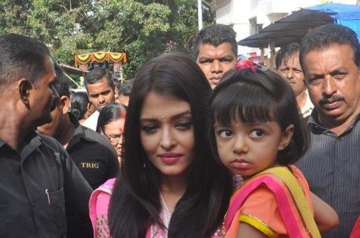 Jazbaa Actor Irrfan Khan Thinks Star Kid Aaradhya Bachchan is Wonderful