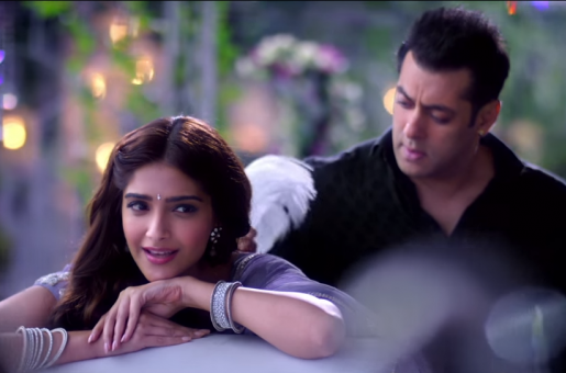Salman Khan Looks Totally Enamoured by Sonam Kapoor in the New Song From Prem Ratan Dhan Paayo!