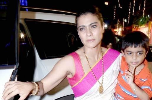 Did Kajol Really Show Her Middle Finger To Someone?