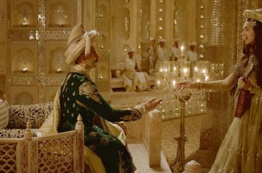 Deepika's 'Deewani Mastani' Sheesh Mahal Can Now Be Seen in Film City!