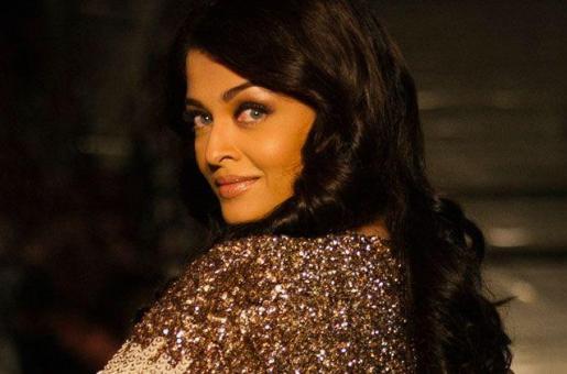 Aishwarya Rai Bachchan Shuns Her Makeup Man, Hairstylist and Designer Clothes!