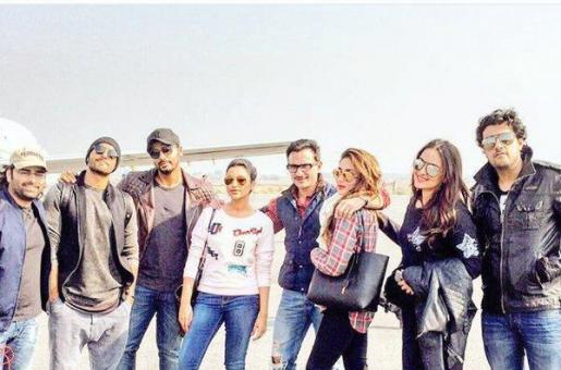 Star Struck: Kareena Kapoor, Saif Ali Khan, Ranveer Singh, Sonakshi Sinha and Parineeti Chopra Pose Together!
