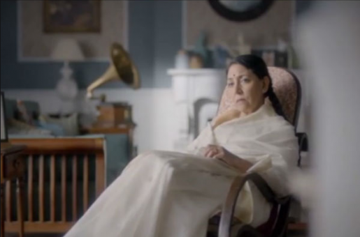 Deepti Naval Uncannily Resembles Lata Mangeshkar in This New TV Show