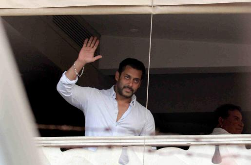 The Heartbreaking Story of a Film Set Worker... and How Salman Khan Came to His Rescue