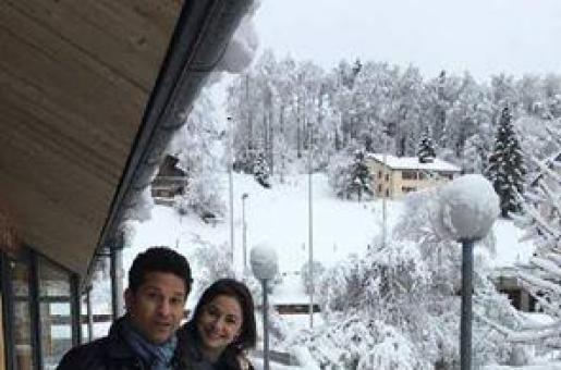 Master Blaster Sachin Tendulkar Holidays With Wife Anjali