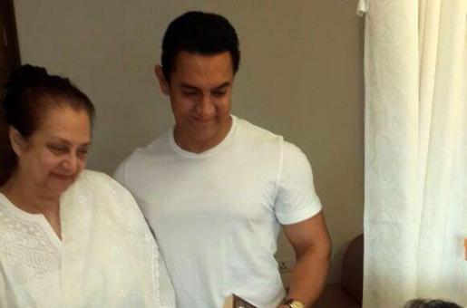 Aamir Khan Visits Dilip Kumar at the Hospital