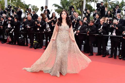 Is Aishwarya Rai Bachchan Hiding a Baby Bump?