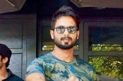 Shahid Kapoor Gets Annoyed with the Paparazzi