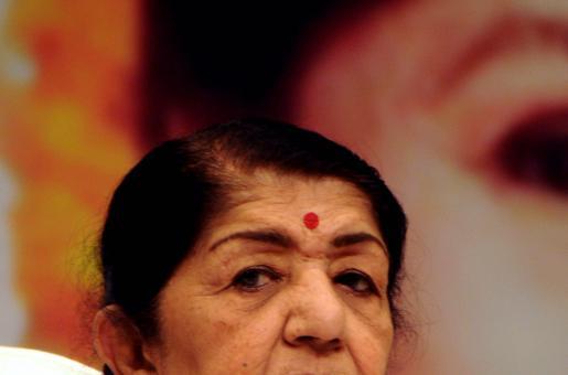 Lata Mangeshkar: Director Madhur Bhandarkar Visits Legendary Singer in Mumbai Hospital