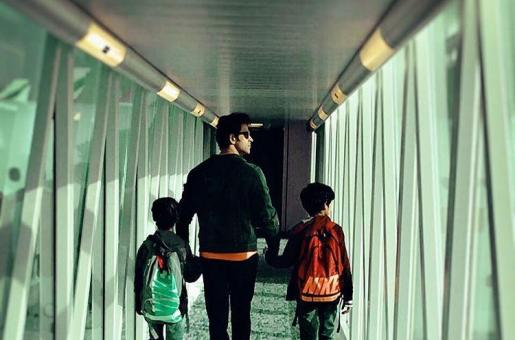 IIFA 2016: Hrithik Roshan Spotted Leaving For Madrid With Sons Hrehaan and Hridaan!
