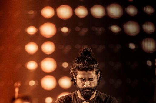 You can see Farhan Akhtar Live in Dubai for Free!