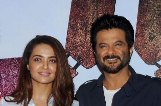 WHAT! Anil Kapoor Kissed Surveen Chawla on the sets of Jhalak Dikhhla Jaa?