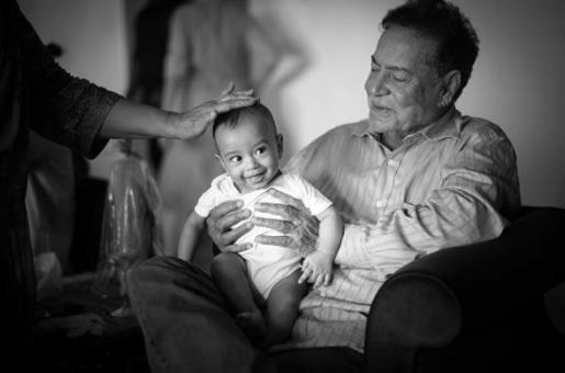 AWWW! Baby Ahil Plays With Grandad Salim Khan
