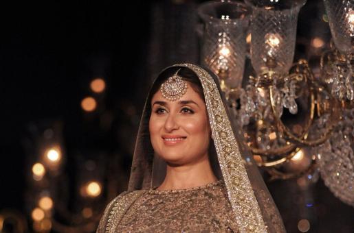 Kareena Kapoor Khan Flaunts her Baby Bump on the Ramp