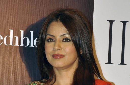 Did Leander Paes Cheat on Mahima Chaudhary?