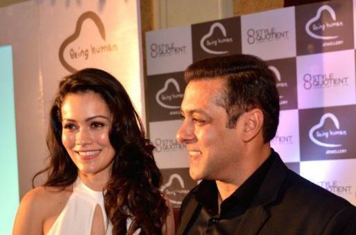Salman Khan Makes Waluscha De Sousa Blush!