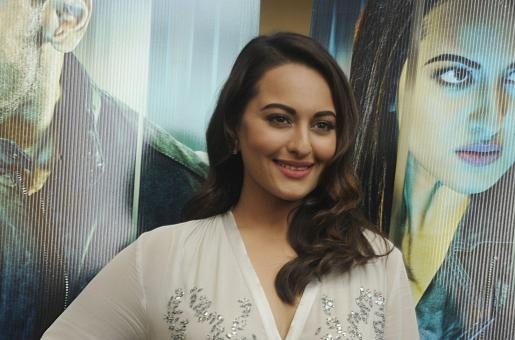 Sonakshi Sinha Goes Candid; Answers Funny Questions
