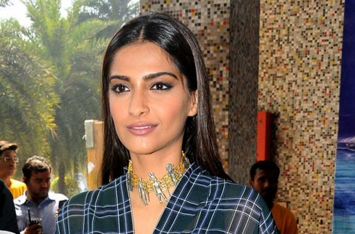 Does Shah Rukh Khan Not Want To Work With Sonam Kapoor?