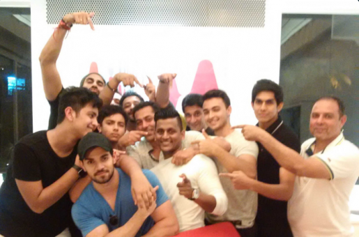 Salman Khan Parties Hard During His Break From Shooting 'Tubelight'