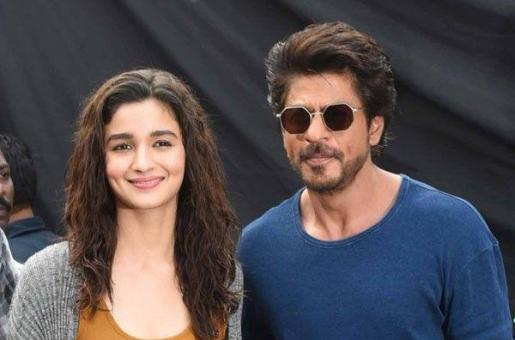 SRK Opens Up About Romancing Younger Actresses
