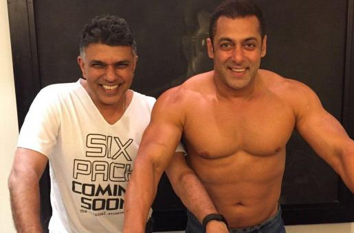 Salman Khan Goes Topless To Wish SRK For Dear Zindagi