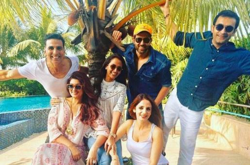 Akshay Kumar and Twinkle Khanna Hang Out With Hrithik Roshan and Sussanne Khan!