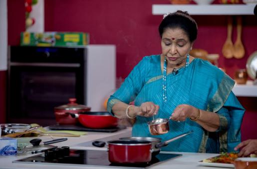 Asha Bhosle to Host Food Show for UAE Audiences
