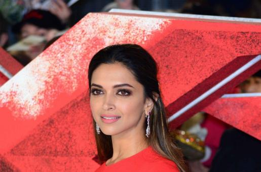 Deepika Padukone APOLOGISES For Letting Her Fans Down. Did She Need to Do It?