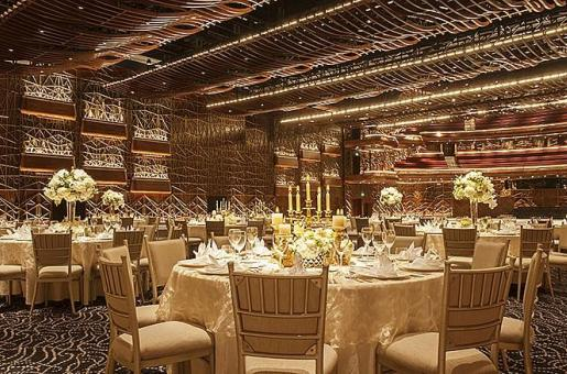 Watch the Dubai Opera Turn into an Iftar Venue