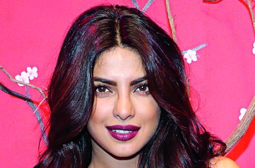 Beauty Trend Alert: Glitter Lips