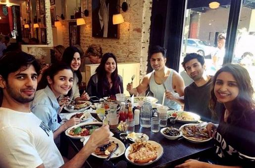 Samosa, Biryani and Kebabs: Diet Weaknesses of Shahid Kapoor, Shah Rukh Khan and Others Revealed