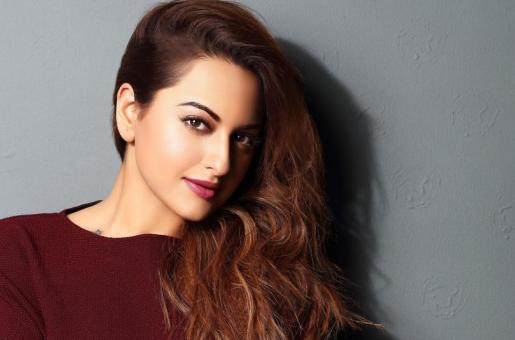 Sonakshi Sinha Turns Lyricist; Rewrites Honey Singh's 'Love Dose'