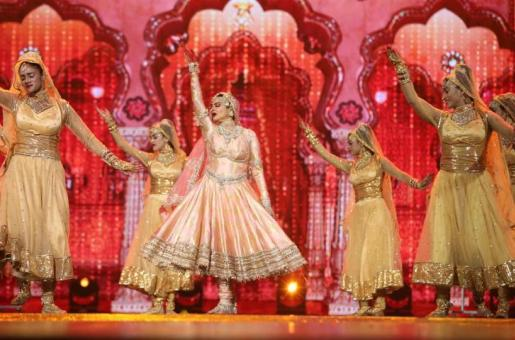 IIFA Awards 2018: Watch the Evergreen Beauty Rekha Performing on Stage After 20 Long Years