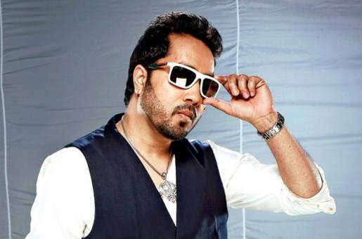 Mika Singh Doesn't Want to Be 'Disturbed' While Flying, He Books the ENTIRE First Class