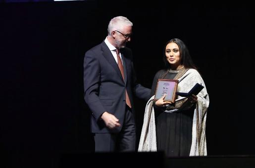Rani Mukerji Wins Her First Award for 'Hichki'!