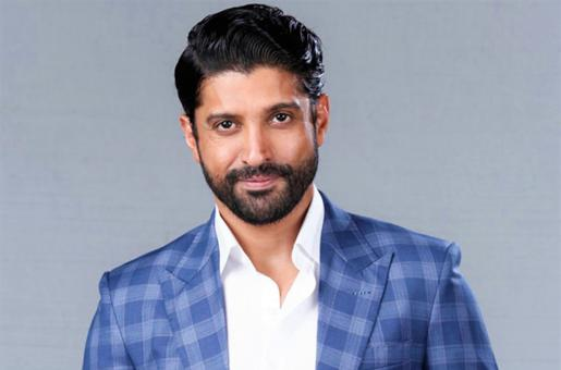 Is Farhan Akhtar Dating THIS Singer-Actress?