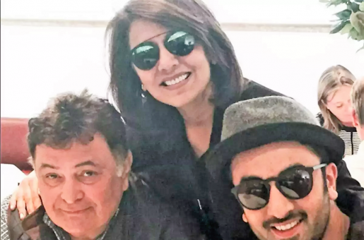 The Kapoor Family Rallies Around Rishi Kapoor as He Begins Treatment