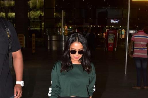 Always Cheerful Neha Kakkar Seems Gloomy as She Gets Snapped at the Mumbai Airport