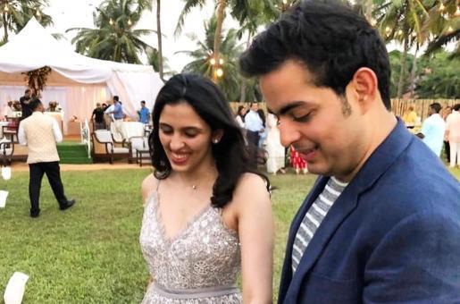 Shloka Mehta's First Picture with Akash Ambani and the Ambani Clan Post the Wedding