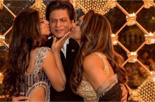 Who is Shah Rukh Khan's Fashion Advisor, Gauri Khan or Suhana Khan?
